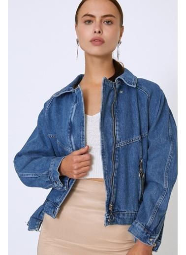 Quzu Kemer Detaylı Fermuarlı Kot Ceket Mavi